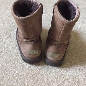 Short brown Ugg boots Roslynn